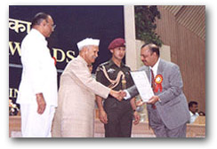 Certificate of Honour for Export Achievement from Spices Board, Govt. of India, Ministry of Commerce. <br>Dr. Majeed receives the award from President of India