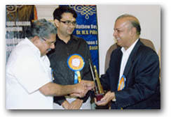 Dr. Majeed receiving distinguished alumni Award of Trivandrum Medical College from Hon.Vayalar Ravi, Minister for Overseas Indian Affairs