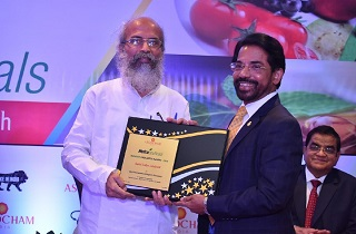 V G Nair, CEO and Director, Sami Labs Limited receiving the 'Best Nutraceutical Export Company' award from Shri Pratap Chandra Sarangi, Hon. Minister of State for Micro, Small and Medium Enterprises and Animal Husbandry, Government of India.