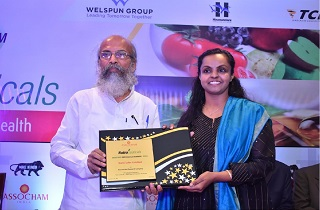 Dr. Anju Majeed, Director, Sami Labs Limited receiving the award for 'Best Herbal Research Company' from Shri Pratap Chandra Sarangi, Hon. Minister of State for Micro, Small and Medium Enterprises, Government of India
